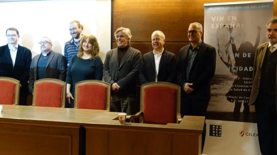 """Presentació del llibre """"VIH a Espanya: polítiques per a una nova gestió de la cronicitat, més enllà del control virològic"""""""